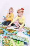 lyckliga barn arkivbild