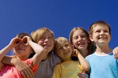lyckliga barn Arkivbilder