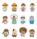 Lyckliga barn av olika nationella dräkter Arkivfoton