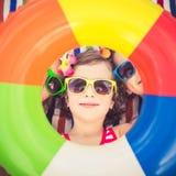 Lyckliga barn i simbassängen royaltyfria bilder