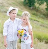 Lyckliga barn i sommar parkerar royaltyfria foton