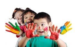 Lyckliga barn med färger Fotografering för Bildbyråer
