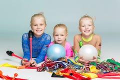 Lyckliga barn med medaljer Arkivbilder