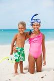Lyckliga barn på stranden Arkivfoton