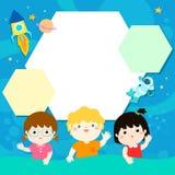 Lyckliga barn på universumillustrationbakgrund Royaltyfri Bild