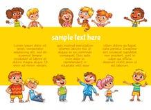 Lyckliga barn som rymmer affischen Ordna till för ditt meddelande royaltyfri illustrationer