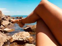 Lyckliga ben under solen royaltyfri bild