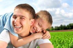 lyckliga bröder Royaltyfri Fotografi
