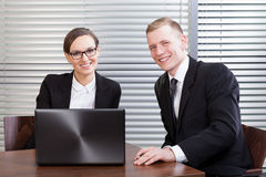 Lyckliga chefer på kontoret Arkivbild