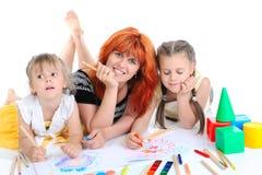 lyckliga döttrar henne moder Arkivfoto