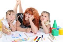 lyckliga döttrar henne moder Fotografering för Bildbyråer