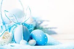 lyckliga easter Lyckönsknings- easter bakgrund easter äggblommor Fotografering för Bildbyråer