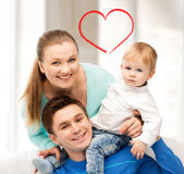 Lyckliga föräldrar som spelar med förtjusande, behandla som ett barn Arkivfoton