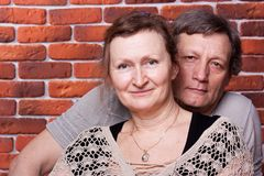 lyckliga förälskelsepensionärer för par Royaltyfri Bild
