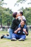 lyckliga familjer arkivbilder