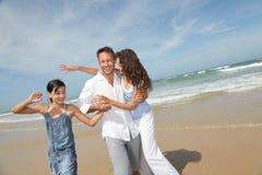 lyckliga ferier för familj Arkivfoton