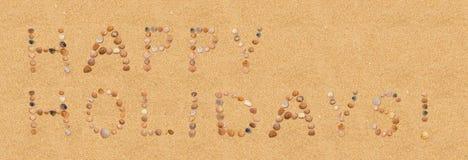 Lyckliga ferier på stranden Royaltyfria Bilder
