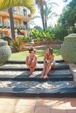 Lyckliga flickor i sommar Royaltyfria Foton