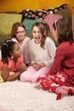 lyckliga flickor little royaltyfria bilder
