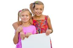 Lyckliga flickor med banret Royaltyfri Fotografi