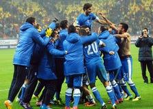 Lyckliga fotbollsspelare firar kvalificering till den FIFA världscupen 2014 Arkivfoton