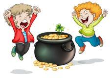 Lyckliga framsidor av två ungar med en kruka av pengar royaltyfri illustrationer