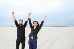lyckliga fysiker kamrat och flicka försvarar tes arkivfoton