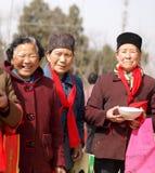 lyckliga gammala le kvinnor Arkivfoto