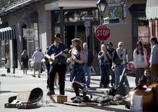 Lyckliga gatamusiker Fotografering för Bildbyråer