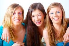 lyckliga härliga flickor Arkivfoto