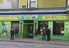 Lyckliga höga örter shoppar i San Francisco Arkivfoto