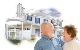 Lyckliga höga par över hus skissar och fotoet på vit Fotografering för Bildbyråer