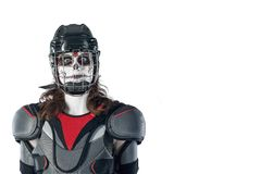 lyckliga halloween hockeyspelare i en hockeyhjälm och maskering mot den isolerad bakgrunden eller bakgrund All helgon`-dag Arkivbild