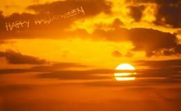 Lyckliga halloween i himlen Arkivbild