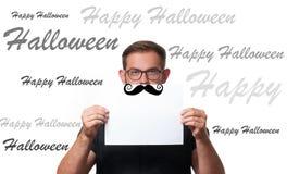 lyckliga halloween Man hållande tomt papper med stället för text Arkivfoton