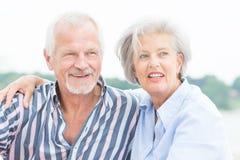 Lyckliga höga par Fotografering för Bildbyråer