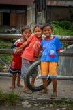 Lyckliga indonesiska pojkar Royaltyfri Bild