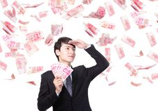 Lyckliga Kina för håll för affärsman pengar Royaltyfri Bild
