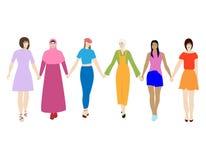 Lyckliga kvinnor som tillsammans står och rymmer händer Grupp av kvinnliga vänner, union av feminister, systerskap Plan tecknad f royaltyfri illustrationer