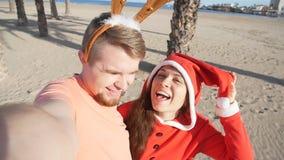 Lyckliga le förälskade santa par Självstående lager videofilmer