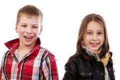 Lyckliga le ungar Arkivfoto