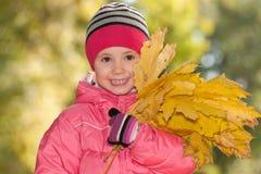 lyckliga leaves för flicka little yellow Fotografering för Bildbyråer