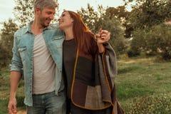 Lyckliga livsstilpar fotografering för bildbyråer