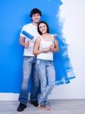 lyckliga målare för gladlynt par royaltyfri bild