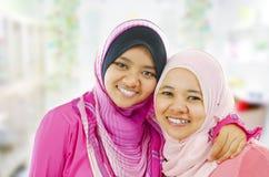 lyckliga muslimkvinnor Royaltyfri Bild