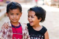 Lyckliga nepalesiska ungar Royaltyfria Bilder