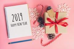 2019 lyckliga nya år, för bruntgåva för bästa sikt ask, anteckningsbok och chris arkivbild