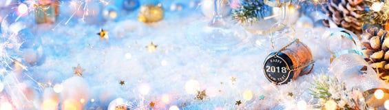 2018 lyckliga nya år - kork Arkivfoton