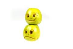 Lyckliga och ledsna emoticons från äpplen Känslor, inställningar och sinnesrörelser Arkivfoto