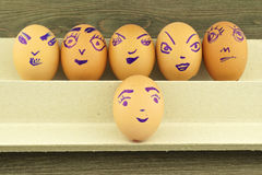 Lyckliga och roliga emoticons på tom äggskal Royaltyfri Fotografi
